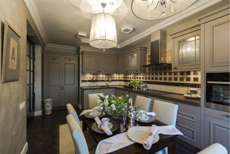 Дизайн интерьера тёмной кухни в стиле классика