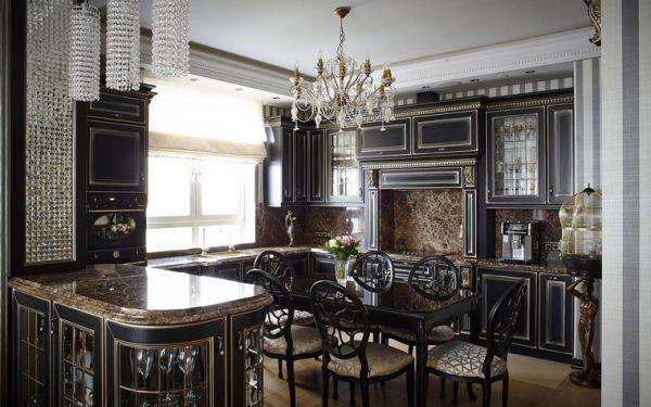 Дизайн интерьера чёрной кухни в стиле классика