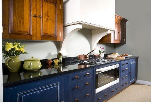 синяя кухня в классическом стиле