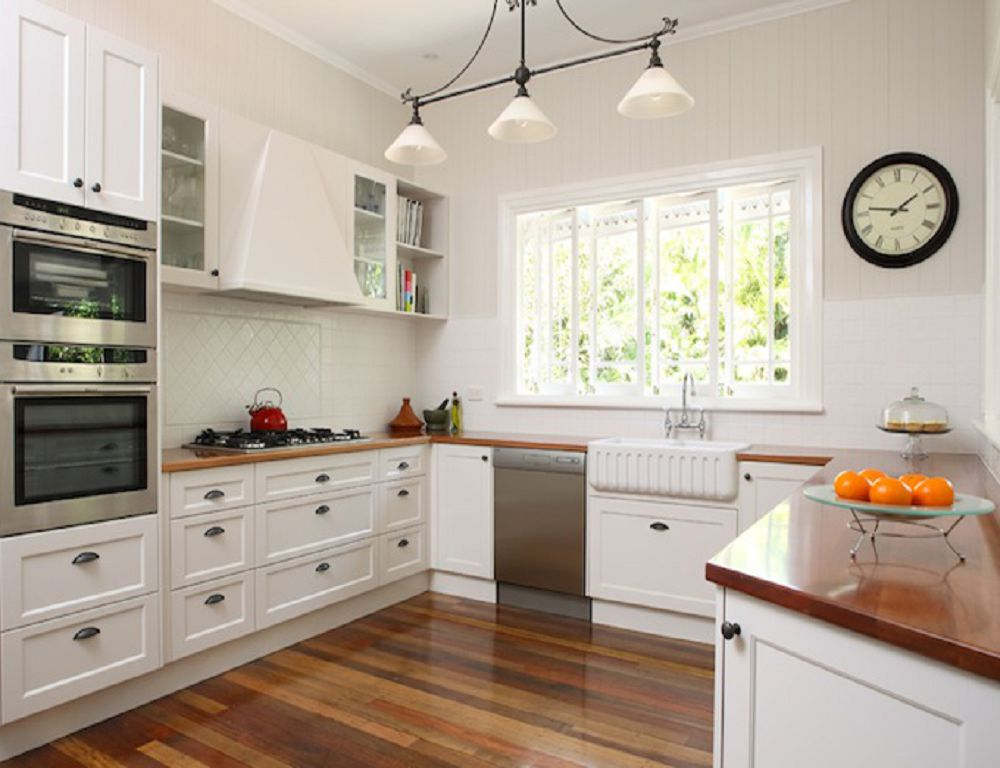 Кухня с большим окном дизайн