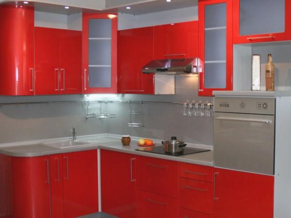 красная угловая кухня в хрущёвке
