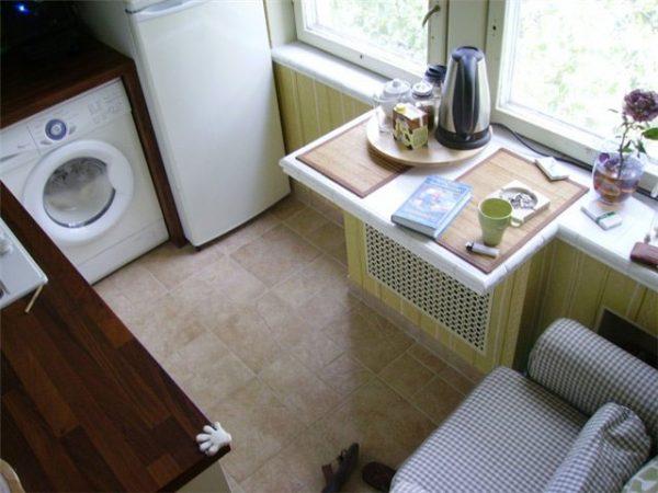 угловая кухня в хрущёвке с обеденной зоной