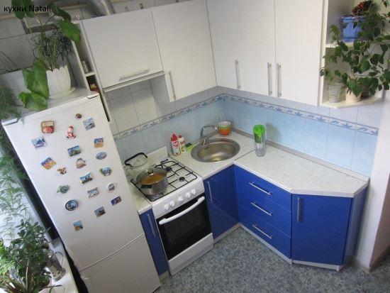 синяя угловая кухня в хрущёвке