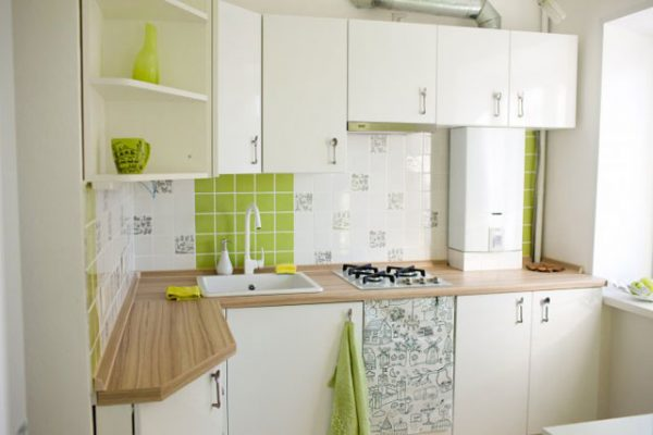 белая угловая кухня в хрущёвке