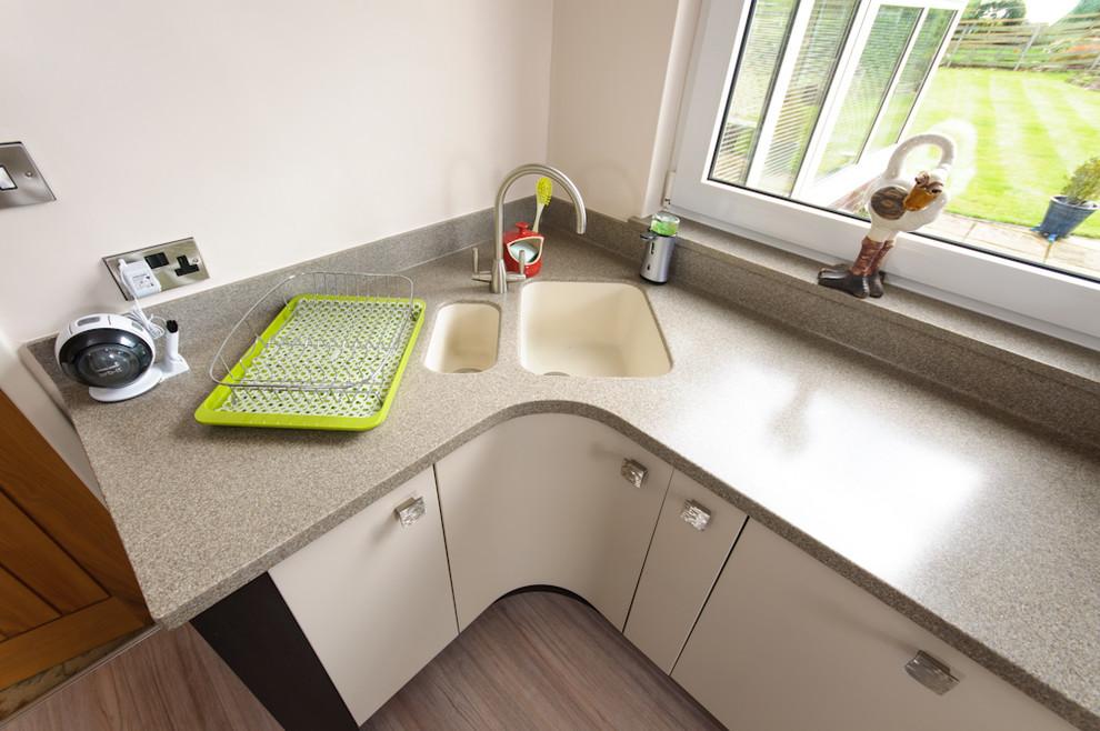Кухня с угловой мойкой — фото дизайнов интерьера