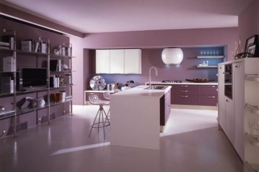 сиреневые стены кухни